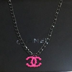 CHANEL NEÓN Pink CC Necklace